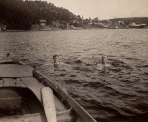 Jacob-og-Harald-bader-i-vre